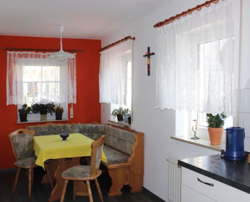 Ferienwohnung Köst Hainichen, Küche mit Essecke