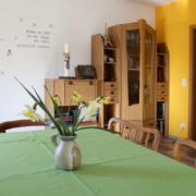 Ferienwohnung Köst Hainichen, Wohnzimmer mit Esstisch